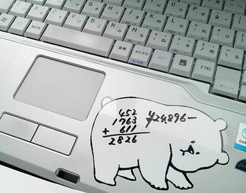 パソコン中、ちょっとだけメモしておきたくなることはよくあることですね。そんな時に役に立つホワイトボードステッカー。何度も消して書けるのが嬉しいですね。