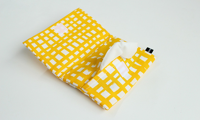 何かと必要なティッシュに、ハンカチや絆創膏などを入れられる移動用ポケットは、お子さんが手ぶらで遊ぶこともできて、とっても便利。