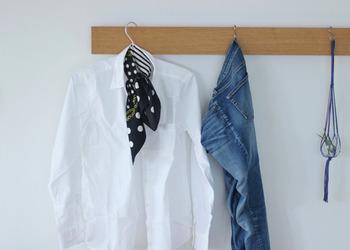 小物次第でアレンジが効いて、毎日着たとしても飽きのこないデザインは、あなたの制服のような存在にも。