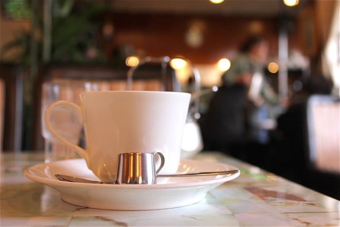 「長岡天神駅」を利用するのなら「フルール」は、駅近くでお勧めのカフェ。昭和純喫茶の雰囲気を残した店内は、ほっと寛げる雰囲気です。