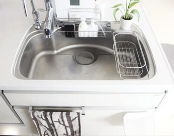 日本のキッチンに馴染むKEYUCAの水切りは、従来の「流し台」にもピッタリ。