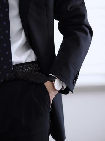 スーツ姿だとこんな感じ。シックにきまっています。