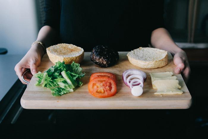 準備するものはスライスしたパンと野菜、果物、チーズ、ジャム等なんでもOK。