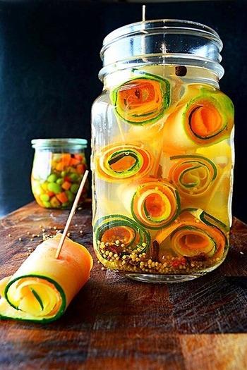 ピクルスも酸が腐敗を予防してくれるため、夏のお弁当向けです。 ※キッチンペーパーに水気を吸収させてから詰めましょう。