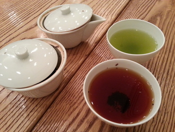 日本茶は数十種類用意されているので、友達や家族と一緒に色々な味を楽しむのもいいですね。