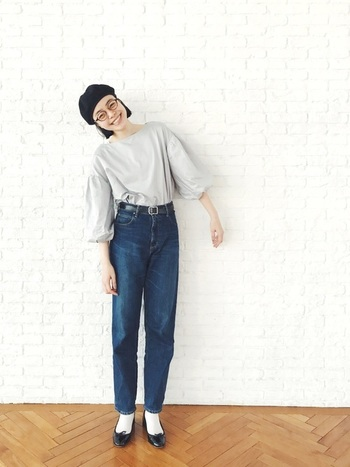 シンプルな洋服に合わせるだけで、グッとオシャレ感が増すベレー帽×メガネのコーデ。トーンを抑えたコーデにすることで、大人でもほっこり可愛いハイセンスなオシャレコーデが完成します。