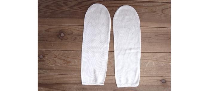 3枚目に履くシルクの先丸ソックスは、シルクならではの滑らかさと光沢があります。洗濯は手洗いで、陰干しするのが理想です。乾燥機で乾かすと縮みの原因になってしまうので、控えるのが良さそうです。