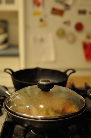 食材はじっくり煮て、味をしっかりしみこませます。  香辛料は、おかずを腐りにくくしてくれます。※生姜・大葉・ミント・ローズマリー・わさび・からし・一味・七味・とうがらし・酢・胡椒・カレー粉、甘酢漬しょうがなど。