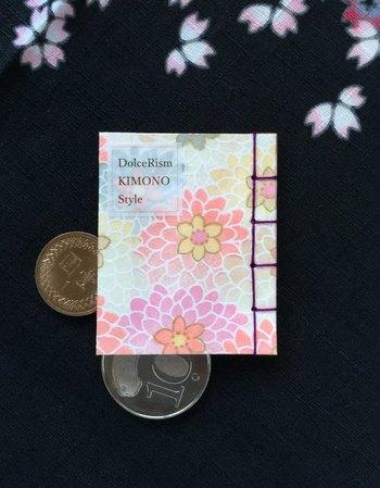 いかがでしたか?和の心を感じる素朴であたたかい和綴じノート。本棚にそっと飾っておいたり、プレゼントとしても喜ばれそう。また、手作りもできるのでぜひこの記事を読んで和綴じノートに興味をもった方は、世界でたった一つだけのオリジナル和綴じノートを制作してみてはいかがでしょうか。