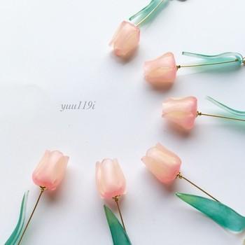 立体感のあるお花のアクセサリーもプラバンで作れます。