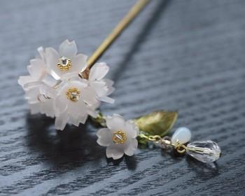 繊細な桜のかんざし。 プラバンで作ったとは思えません!