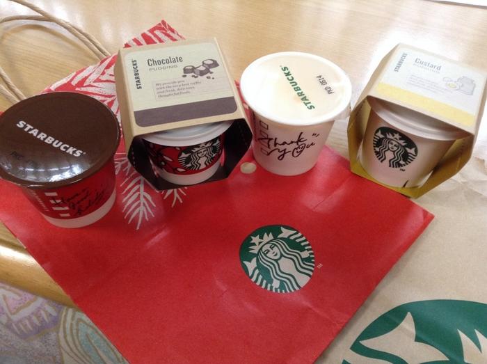 日本で発売されているスタバプリンのお味は「チョコレート」「ミルクカスタード」の2種類でしたが、2017年4月からは抹茶色のカップに入った「抹茶プリン」も日本限定発売となり、3種類となりました。