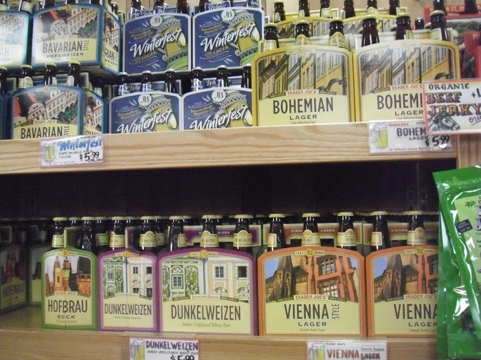 Trader Joe'sではアルコールも扱っており、お酒好きな方に喜ばれそうなのがビール。とてもオシャレでいろいろな味わいが楽しめますよ。