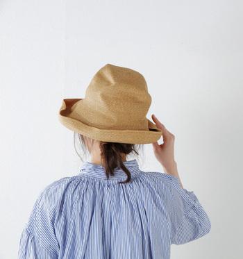 簡単に紫外線を防げる帽子は、夏ファッションの必須アイテムです。涼しげな麦わら帽子やツバ広ハットなど、形や素材もさまざま。この夏は帽子でしっかり日差しをカットしましょう!
