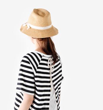 夏は日差しがきつくて、外に出るのが億劫になってしまうものです。でも、帽子をかぶれば日差しもへっちゃらです。十分な紫外線対策をして、この夏はたくさんお出かけしましょう!