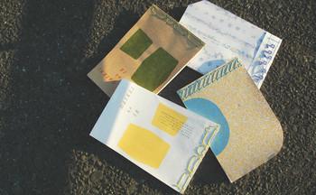 ♪のデザインや変わった柄で和綴じされたノート。「ちょっと切りとられててちょっと使いづらくてちょっといらっとしてだいぶかわいいノートたち」というコンセプトです。カバンに入れて、毎日のアレコレを綴りたくなるノートです。