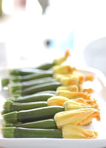 ズッキーニはカリウムが多く、ビタミンCやベータカロテン、ビタミンB類なども含まれているので、疲れているときやお肌の調子が気になるときは、積極的に取り入れたい食材です。