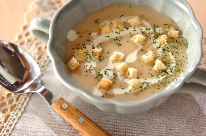 少しずつ寒い季節が近づいてくると、なんとなく食べるものを''身体の冷え''を気にして選ぶことが増えてきますね。そんな寒い季節の冷えに負けそうな時も手軽に身体を温められる料理、『スープ』。どんな食材でも手早く美味しく調理が出来て、バリエーションが豊富なスープの魅力は、美味しさだけだけじゃなく野菜などの栄養をこぼさず取れるところ。一口味わえばたちまち美味しさが広がり、ココロもホッと温かくなることもスープが愛される理由です。