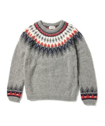 子供のころに着ていた手編みのニットのような、暖かくてどこか懐かしい味わい。ナチュラル派さんには、ノルディック柄の持つ、ノスタルジックな雰囲気を生かした着こなしがおすすめです。