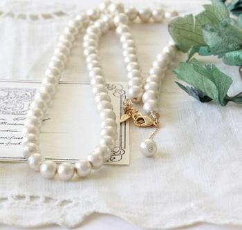 コットンパールとは、名前の通りコットン(綿)で出来たフェイクパールのことです。