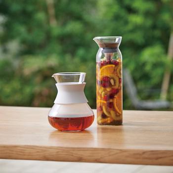 こちらも注ぎ口にフィルターがあり、傾けるだけでお茶を注げます。食卓においても素敵なデザインなので、ティータイムが楽しくなりますね。
