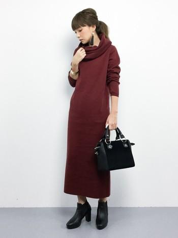暗めの紫がかった赤色をさす「バーガンディー」は、 あたたかみと情熱的な女性らしさを携えたこの秋一番の注目カラーです。 ワインレッドやボルドーよりも暗いこのお色で、魅力的なファッションを…!