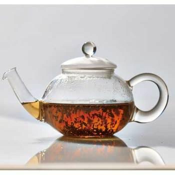 ジャンピングとは、茶葉が浮いたり沈んだりする状態のこと。美味しい紅茶を淹れる秘訣とも言われています。ジャンピングは茶葉やお湯の状態、ティーポットの形などによって起こります。