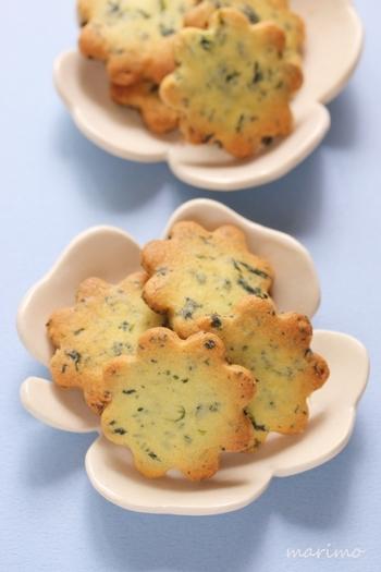 ほうれん草とバターをたっぷり使ったクッキーです。ほうれん草は総合栄養菜と呼ばれているくらい栄養価も高いのです。型抜きをお子さんと楽しくやってみてもいいですね。