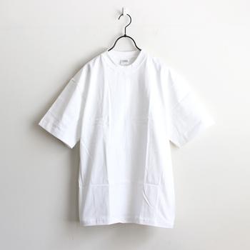 長いことベーシックなファッションのブームが続いており、その反動からか2016ssは、ちょっぴりデザイン性のある服も注目されています。  が、ブームだからベーシックを選ぶのではなく、「好きだから」選んできたキナリノ読者の皆さんに!こだわりの「違い」があるベーシックなファッションをご紹介します。