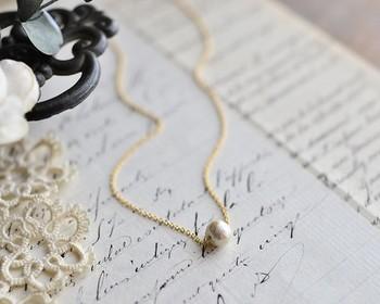 シンプルな一粒ネックレスも良いですね。