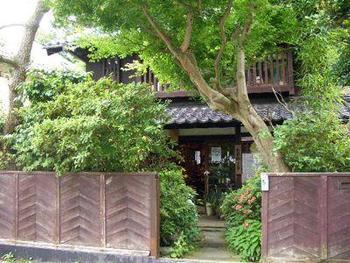 銭洗弁天から鎌倉駅へ行く途中、佐介という閑静な住宅地内にあるお店です。