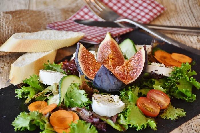 暑い季節の朝食に♪さっぱりフルーティ食卓も華やぐ「フルーツサラダ」レシピ帖