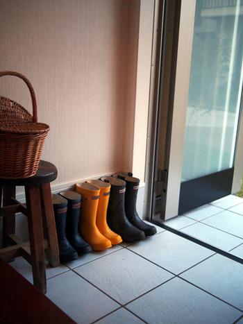 家族もお客様も、いい香りでお迎えしたい「玄関」。 お気に入りの香りを使うのが一番ですが、梅雨時のじめじめした季節には、清涼感のある香りを使えば、気分もさわやかに。