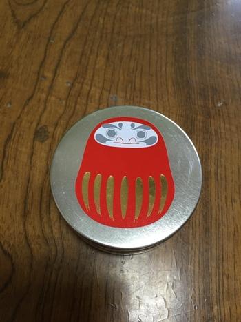 縁起缶キャンディは大願成就の「だるま」、交通安全の「かえる」、めでたいの「鯛」、家内安全の「こまいぬ」など、縁起ものばかり。ちょっとした贈り物におすすめです。