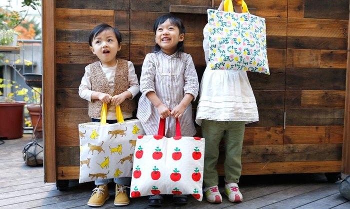 新一年生さんには、ちょっと大きいかな?教科書も筆箱も、必要なものは、なんでも入るレッスンバッグです。