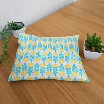 背中やお腹など、広い範囲を温められる座布団型。湯たんぽ変わりに布団の中を温めるのにも使えます。使いやすいサイズに作れるのはハンドメイドならではのメリットです。