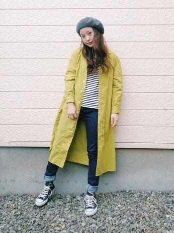 普段からモノトーンなどシンプルな装いが多い人は、鮮やかなカラーのコートもオススメです。明るい色を選べば、お化粧が薄くても、顔回りが自然に華やかに見えますよ。