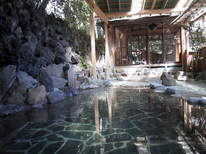階段を上ったところにある露天風呂も最高ですよ!