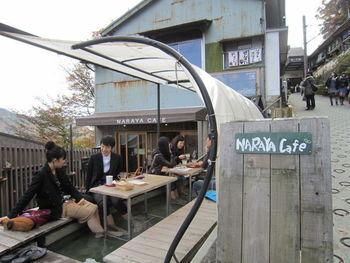 箱根登山鉄道の宮ノ下駅を下車し、坂を下ったところにある足湯が併設されたカフェです。 足湯はカフェ利用者は無料で自由に利用する事ができるのが嬉しいですね。