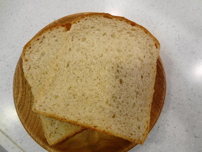 こちらはマスカット酵母を使用した「鷹番トースト」という名のついた食パン。ふんわり甘酸っぱい香りが、噛みしめるたび広がります。