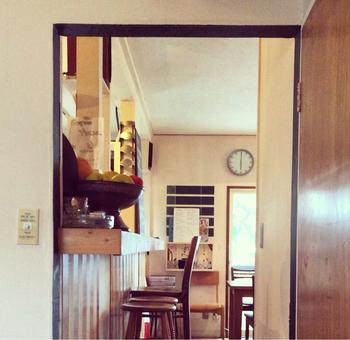 学芸大学と祐天寺を結ぶ駒沢通り沿いの路地を、少し入った住宅街にある一軒家レストラン。