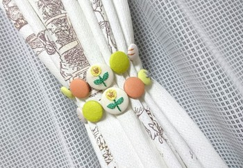 雰囲気のあるくるみボタンはインテリアの一部にしても可愛いですね。  ミナペルホネンの持つ優しさに癒されます。