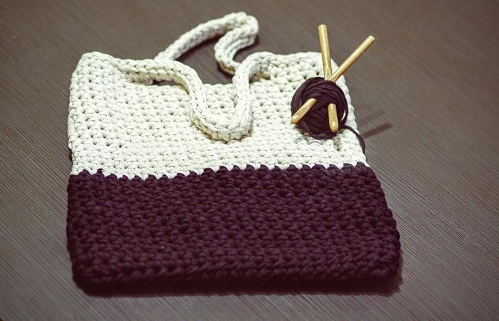 太い糸と針でざくざく編み進めると、あっと言う間に出来上がりますよ。