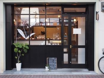 西陣エリアにある、こぢんまりとした洋菓子店です。とっても親しみやすい店名からは想像がつかないような、とってもハイレベルなフランス菓子をいただくことができます。