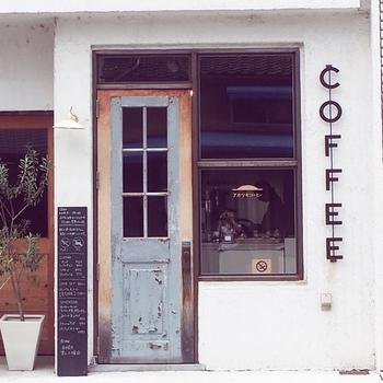 東大路沿い、ちょうど叡山電車の茶山と一乗寺の間にふっと素敵な店構えのカフェが現れます。ラーメン屋さんが多いエリアなのですが、ここだけがなんだか美味しいカフェのオーラ。。。