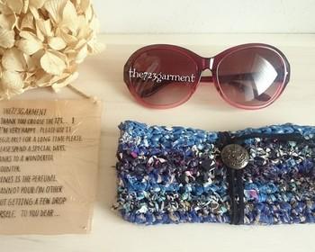 メガネ女子におすすめのメガネケース。ちょっと大きめなので、サングラスも収納できます。華やかなリバティ生地は、バッグのなかでも迷子にならなそう。