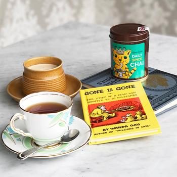 「カレルチャペック デイリースパイスチャイ」  チェコの作家・カレルチャペックの名を冠すした「カレルチャペック紅茶店」のチャイは、4種類のスパイスと、コクがありクリアな後味のセイロン銘茶をブレンド。