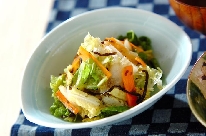 白菜やにんじんを使った簡単な漬物。すぐに作れるので忙しい朝にもぴったり♪
