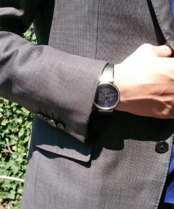 クロノグラフに求められる機能を備えながら、シンプルで美しいデザインを追求した「Chronograph Leather」。