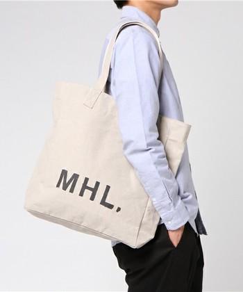 男女兼用で使えるトートバッグは、通勤&通学からお泊りまで万能♪